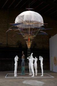"""Die Installation """"Halfway to Heaven"""", H: 750 cm, von Beate Schubert & Stefan Hulbe (Deutschland/Spanien)"""