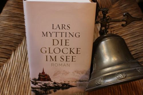 lars mytting die glocke im see insel