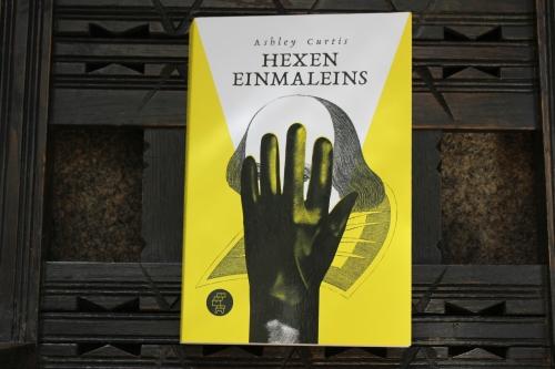 Ashley Curtis Hexeneinmaleins Kommode Verlag